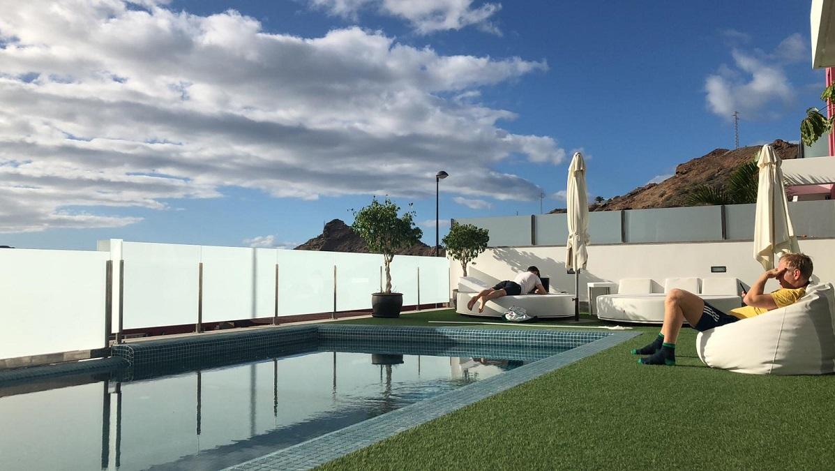 Kanarialle töihin ja aurinkoa moikkaamaan – eTasku vietti etätyöviikon Espanjan lämmössä