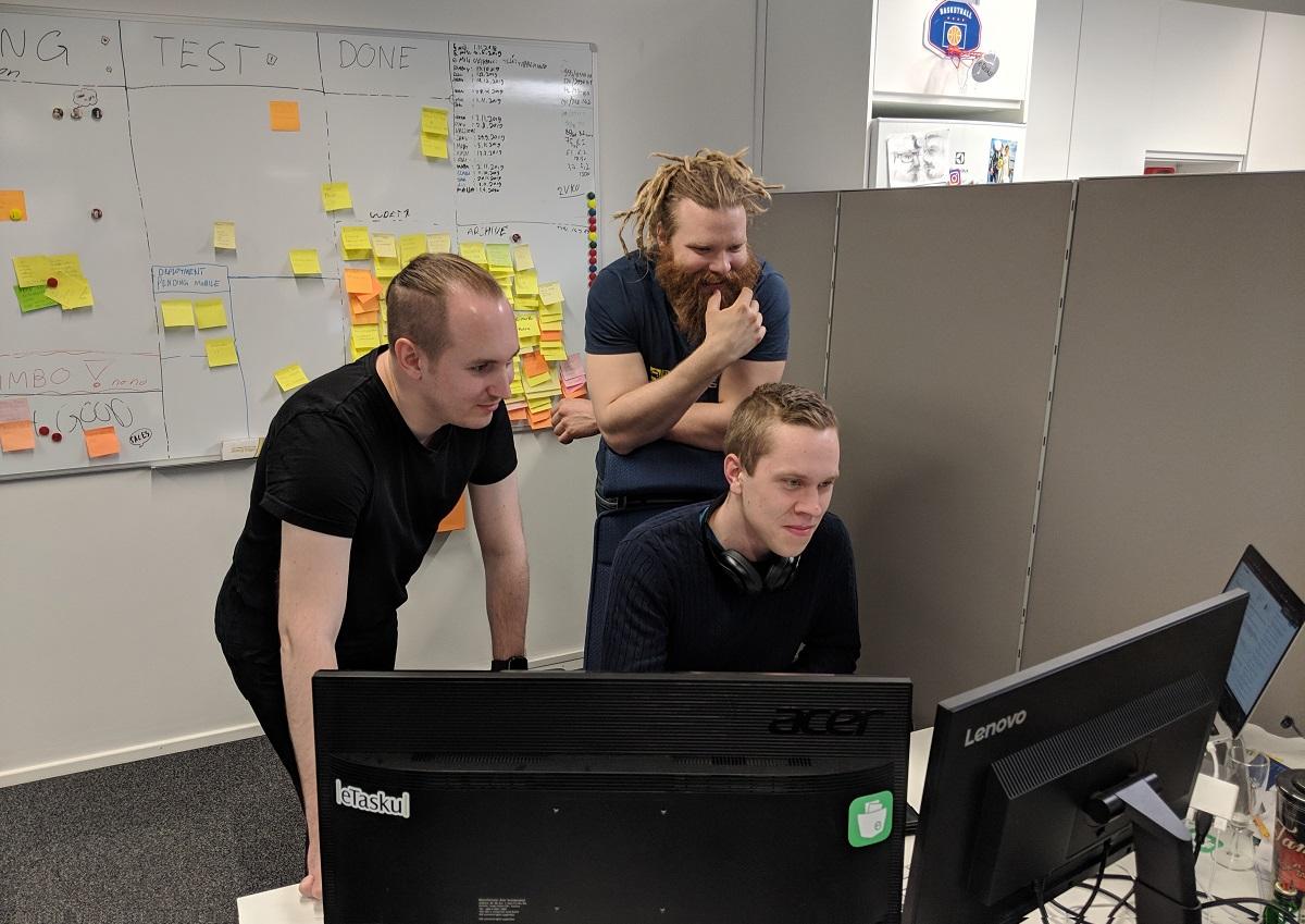 """""""Ruusut ja risut käyttäjiltä kiirivät korviin nopeasti"""" – millaista on ohjelmistokehittäjän arki eTaskulla?"""